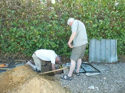 Brian supervising pozo digging in Spain