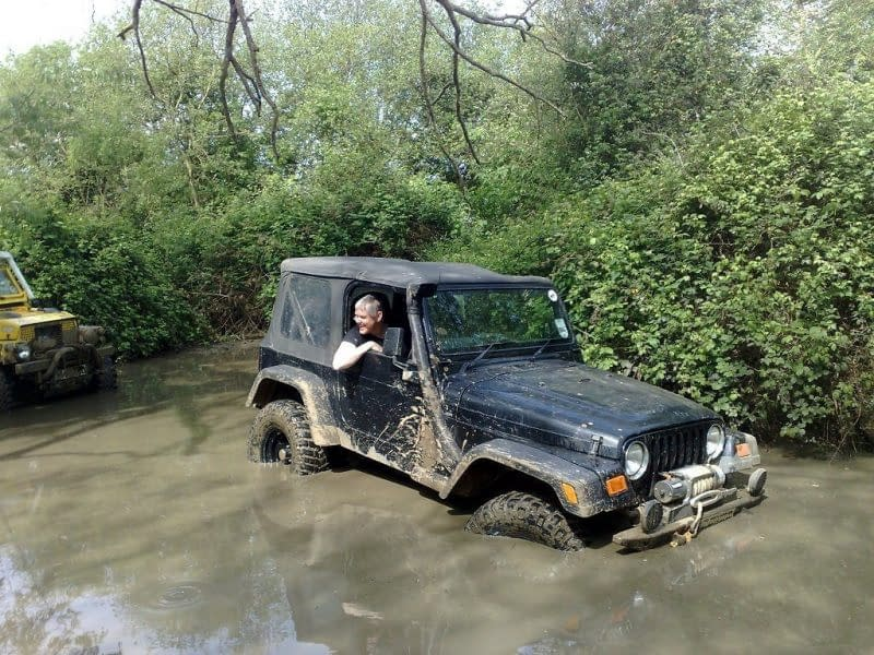 Jeep Wrangler offroad.
